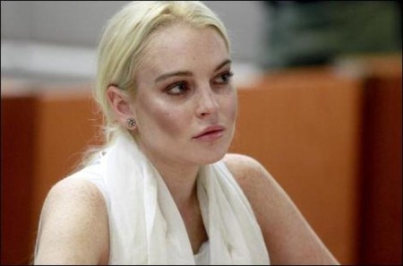 Lindsay Lohan's court dress criticized