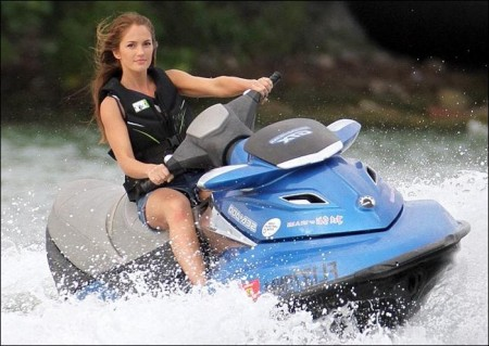Minka Kelly: Jet Skiing on Charlie's Angels