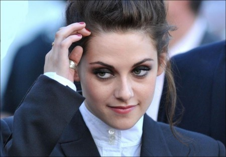Kristen Stewart to return for Snow White ünd the Huntsman Sequel