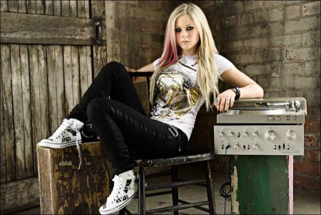 Old-fashioned Avril Lavigne style in relationships