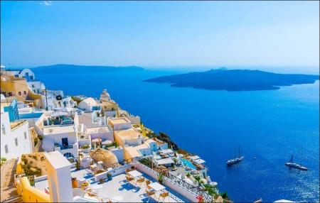 Love islands and romantic Greek beaches