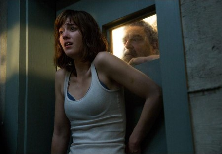 Detailed story for 10 Cloverfield Lane movie