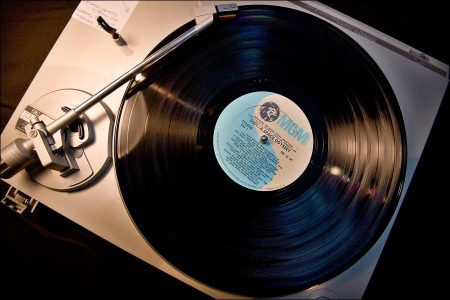 People likes to buy vinyl but don't listen to them
