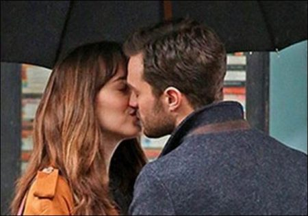 The first official trailer for Fifty Shades Darker